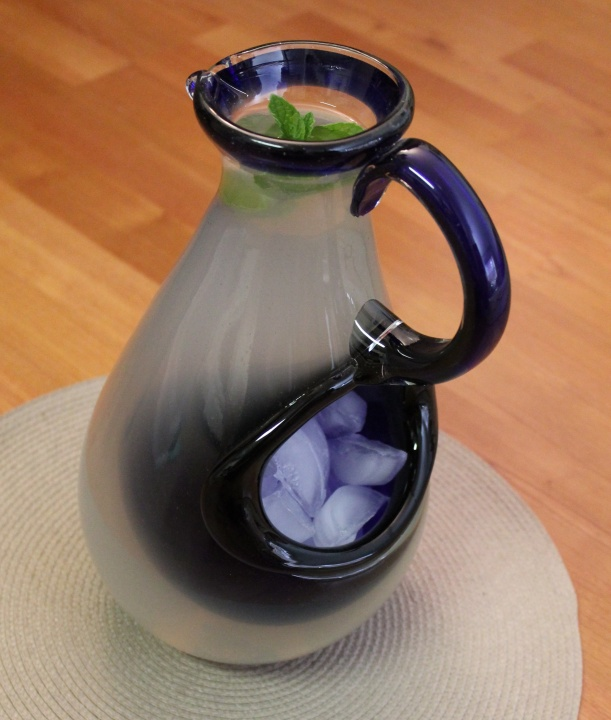 novica pitcher side view